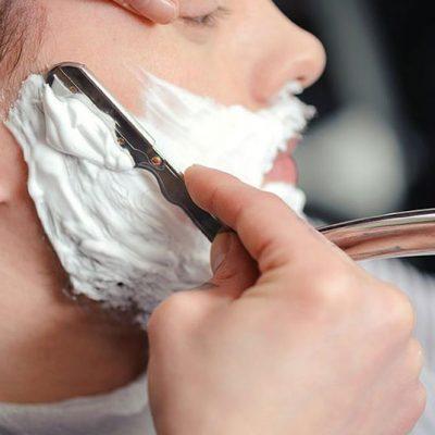 Cum-este-bărbieritul-cu-briciul-Și-de-ce-ar-trebui-să-îl-practici