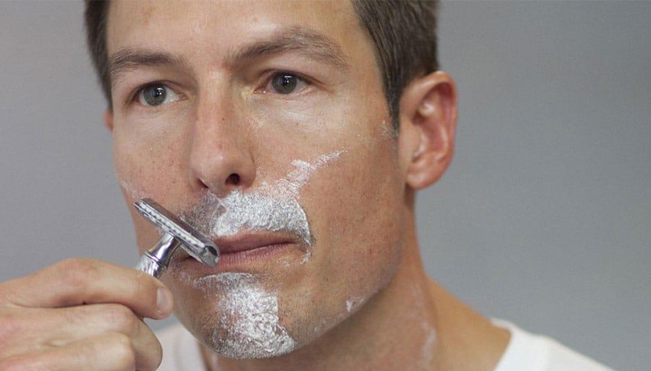 Recomandările-dermatologilor-pentru-un-bărbierit-clasic-fără-probleme